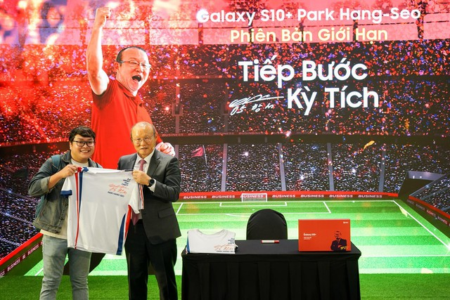 Ra mắt S10+ phiên bản Park Hang-seo riêng cho Việt Nam, thị trường 90 triệu dân ngày càng được Samsung quan tâm hơn - Ảnh 4.