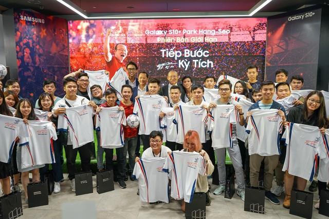 Ra mắt S10+ phiên bản Park Hang-seo riêng cho Việt Nam, thị trường 90 triệu dân ngày càng được Samsung quan tâm hơn - Ảnh 5.
