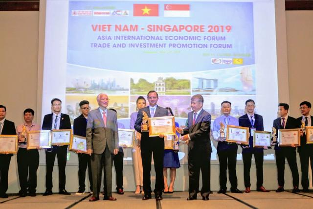 """FE CREDIT được vinh danh """"Top 10 doanh nghiệp được tin dùng nhất Châu Á"""" tại diễn dàn Kinh tế Quốc Tế Asia 2019 - Ảnh 1."""