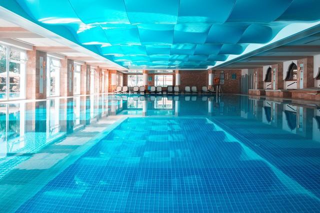 Apec Golden Palace sở hữu bể bơi khoáng nóng đầu tiên tại Lạng Sơn - Ảnh 1.
