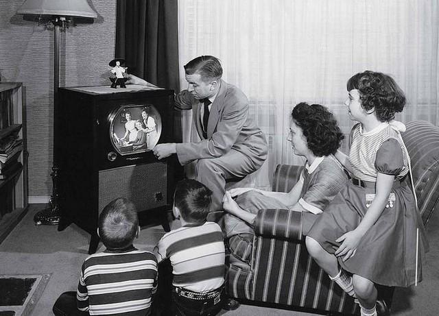 Những đặc điểm trên chiếc TV đáp ứng mọi nhu cầu của các thành viên trong gia đình - Ảnh 1.