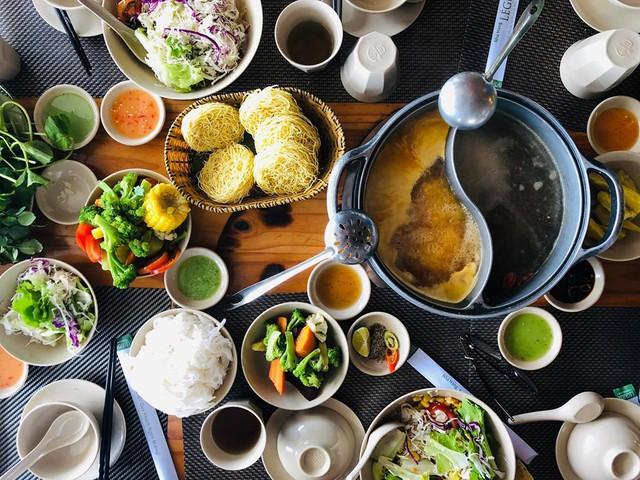 Tới Nha Trang hè này, đừng bỏ qua quán lẩu rau siêu độc đáo - Ảnh 4.