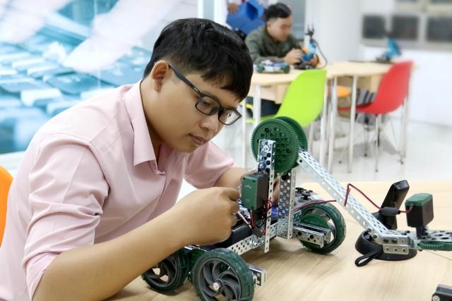 Nhiều cơ hội việc làm với ngành Khoa học Máy tính - Ảnh 2.