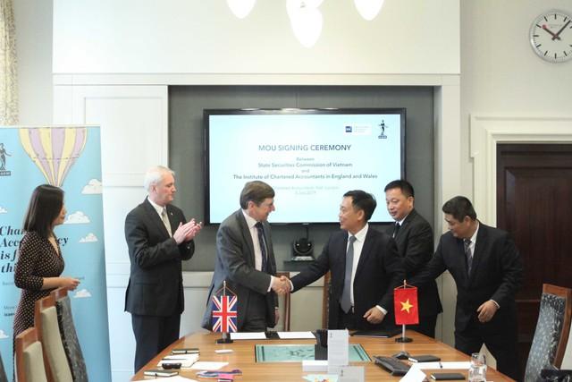 ICAEW và Ủy ban Chứng khoán Nhà nước ký kết Thỏa thuận hợp tác - Ảnh 1.