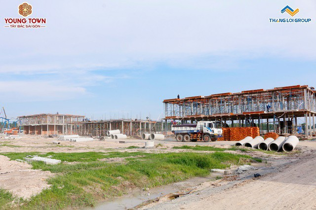 Đẩy nhanh tiến độ dự án sở hữu nhà phố tặng ki ốt thương mại 400 triệu - Ảnh 1.