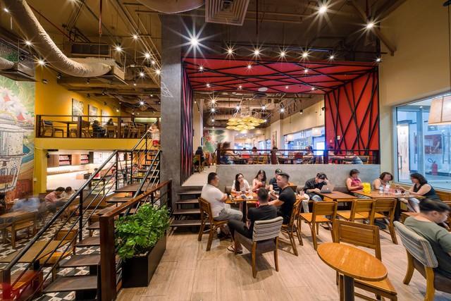 300 quán cà phê – trăm bức tranh cuộc sống tìm thấy ở Highlands Coffee - Ảnh 1.