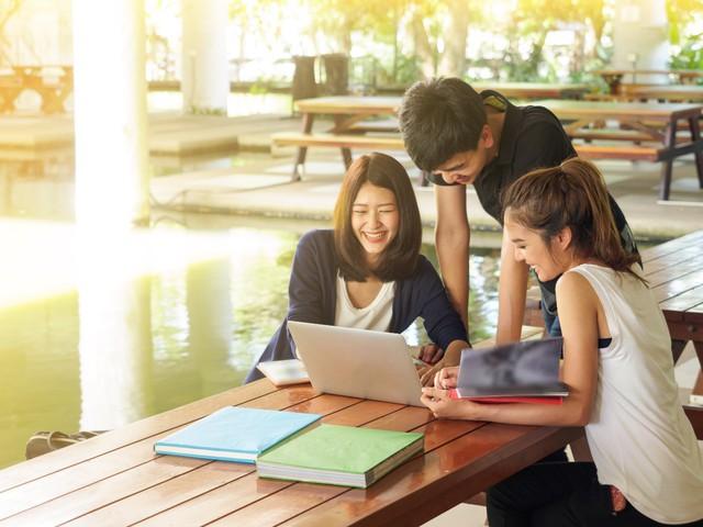 Không may mắn đỗ vào trường đại học yêu thích, đâu là con đường được sinh viên Việt lựa chọn hiện nay? - Ảnh 2.