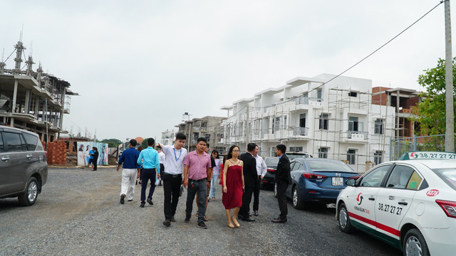 Khu đô thị Viva Park của LDG Group chuẩn bị bàn giao 200 căn nhà phố xây sẵn - Ảnh 1.