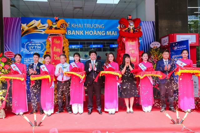 VietABank nhận 2 giải thưởng quốc tế, tiếp tục mở rộng mạng lưới tại Hà Nội - Ảnh 1.