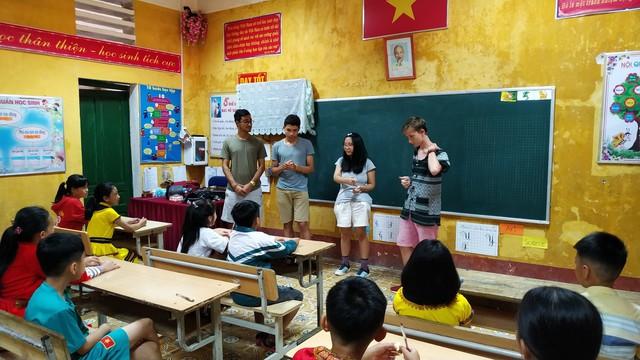 Nữ tỷ phú Việt và cuộc trò chuyện cùng đoàn học sinh trường hoàng gia thế giới - Ảnh 2.