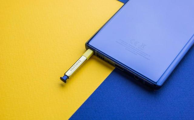 """Không phải là điện thoại đầu tiên có kèm bút, nhưng Galaxy Note mới là chiếc smartphone duy nhất có cây bút """"ăn tiền"""" - Ảnh 1."""