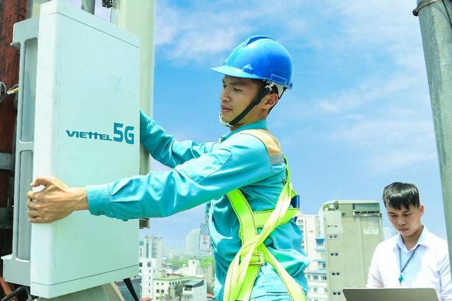 Viettel phát sóng trạm 5G đầu tiên tại thành phố Hồ Chí Minh - Ảnh 1.