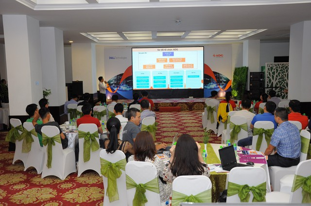 """Hội thảo """"Data Center In A Rack–Digital Transformation For Enterprises"""" - Giới thiệu các giải pháp công nghệ cho doanh nghiệp Việt - Ảnh 1."""