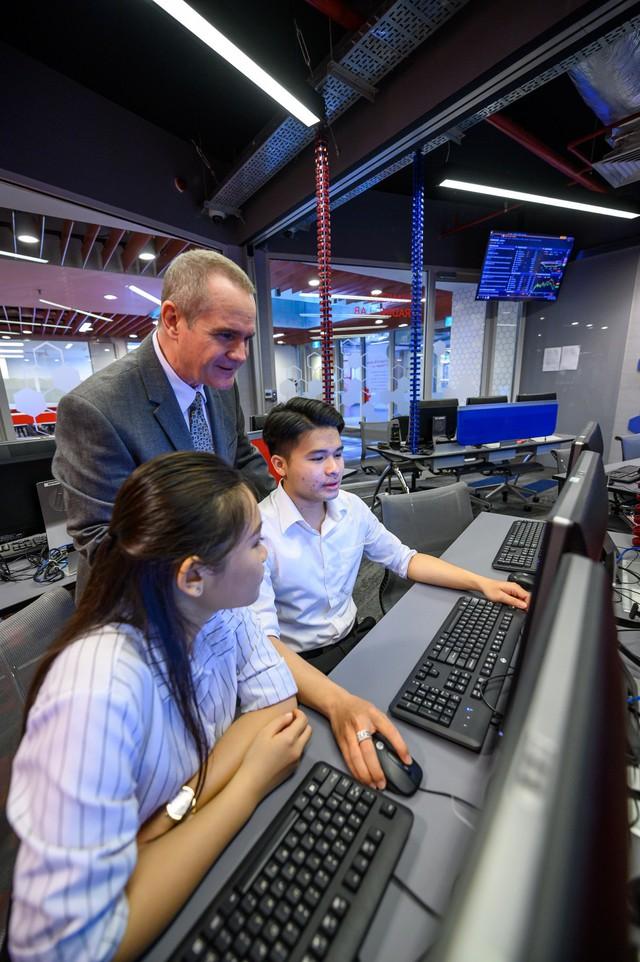 Ngành Kinh doanh kỹ thuật số thu hút giới trẻ kỷ nguyên 4.0 - Ảnh 1.