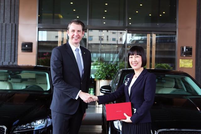 Jaguar Việt Nam chính thức bàn giao lô xe cao cấp cho Intercontinental Hanoi Landmark72 - Ảnh 1.