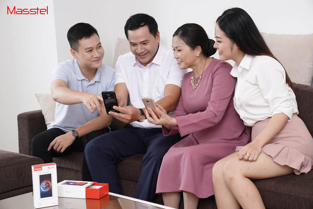 Tiên phong sản xuất smartphone cho người có tuổi – ý tưởng liều lĩnh nhưng đầy nhân văn của Masscom - Ảnh 1.