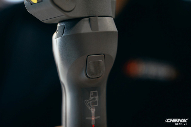 Trên tay gimbal Osmo Mobile 3 đầu tiên tại Việt Nam: Gập gọn được, rẻ hơn và thông minh hơn, rất phù hợp với camera góc siêu rộng. - Ảnh 7.