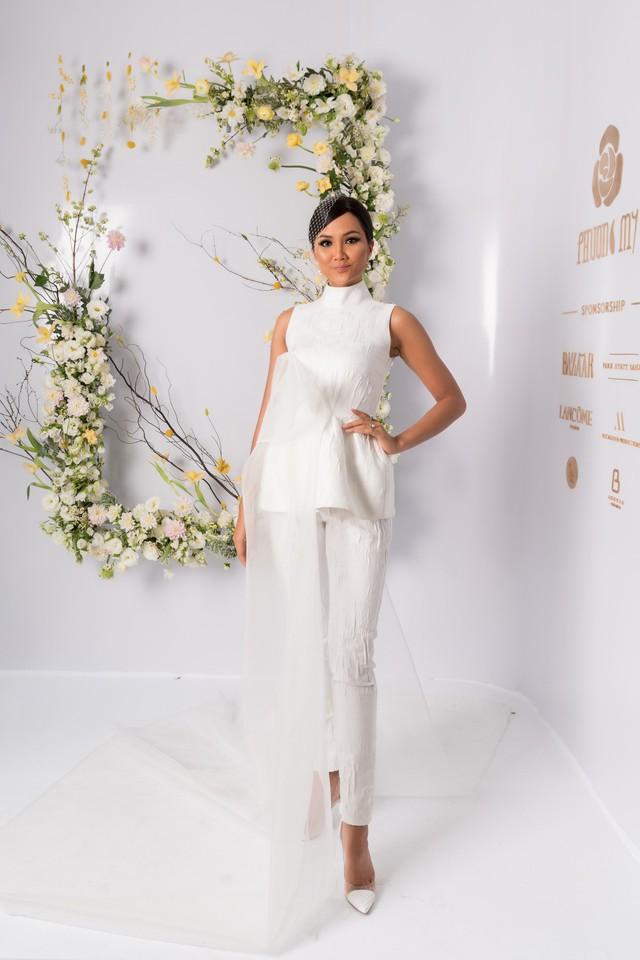 H'hen Nie, Nhã Phương và dàn khách mời tên tuổi xinh đẹp rạng ngời tham dự triển lãm cưới cao cấp của PHUONG MY - ảnh 4