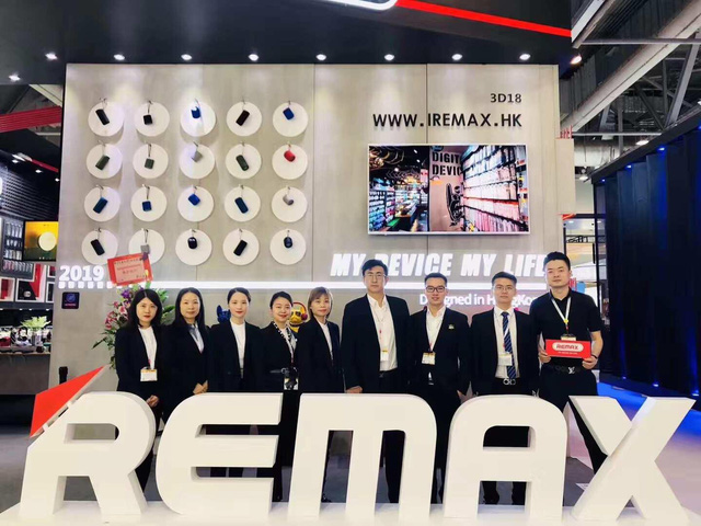 Remax – Thiên đường phụ kiện chính hãng ra mắt Sài Gòn với 3 showroom hoàng tráng - Ảnh 1.