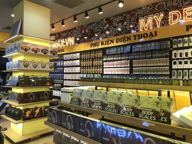 Remax – Thiên đường phụ kiện chính hãng ra mắt Sài Gòn với 3 showroom hoàng tráng - Ảnh 2.