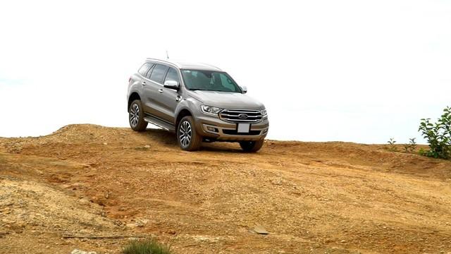 Đánh giá Ford Everest: SUV 7 chỗ đích thực - Ảnh 3.