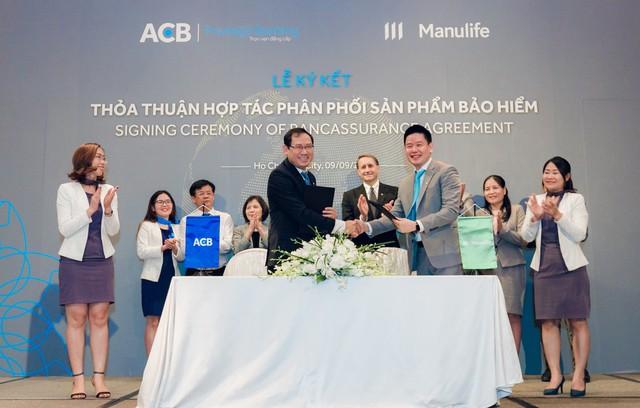 Manulife Việt Nam và ACB hợp tác phân phối bảo hiểm đến phân khúc khách hàng cao cấp - Ảnh 1.