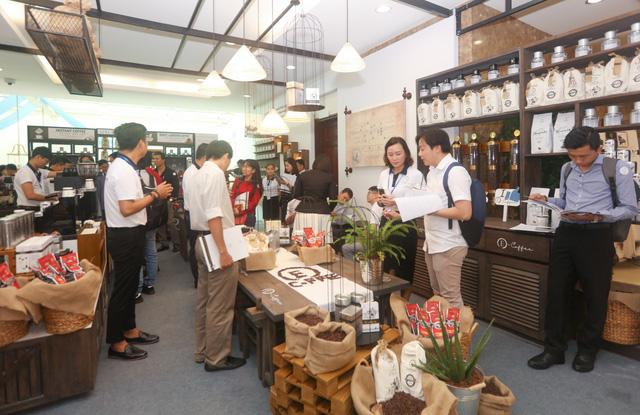 Làn sóng bùng nổ cửa hàng Trung Nguyên E-Coffee với phí nhượng quyền 0 đồng - Ảnh 1.