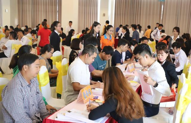 Hàng trăm khách hàng vui mừng nhận sổ hồng dự án Golden Center City 1 - Ảnh 1.