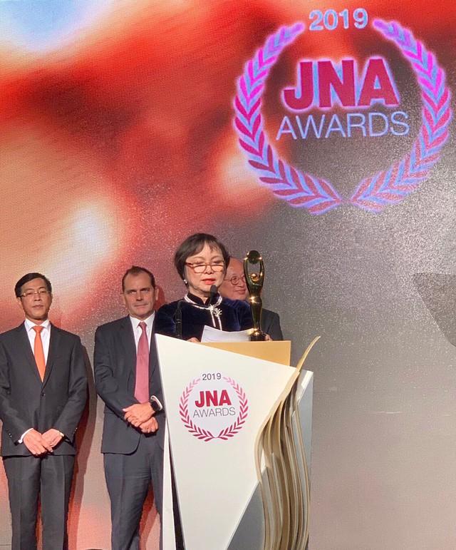 Chủ tịch PNJ – Cao Thị Ngọc Dung người Việt Nam đầu tiên được JNA vinh danh người Trọn đời cho ngành kim hoàn châu Á - Ảnh 1.
