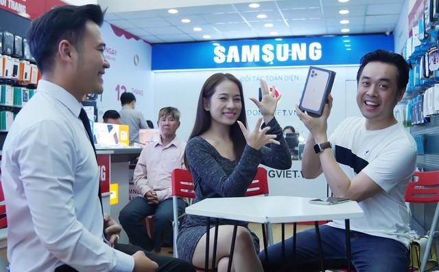 """Sara Lưu """"chơi lớn"""" tặng nhạc sĩ Dương Khắc Linh iPhone 11 Pro Max trị giá 79 triệu đồng nhưng chỉ được ngắm - Ảnh 2."""