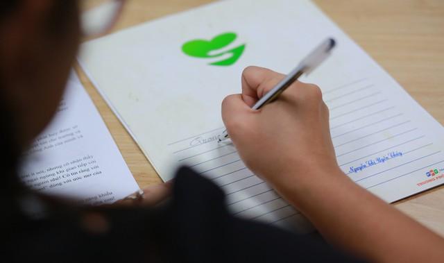 Học sinh xúc động nhận thư tay từ cô hiệu trưởng - ảnh 3