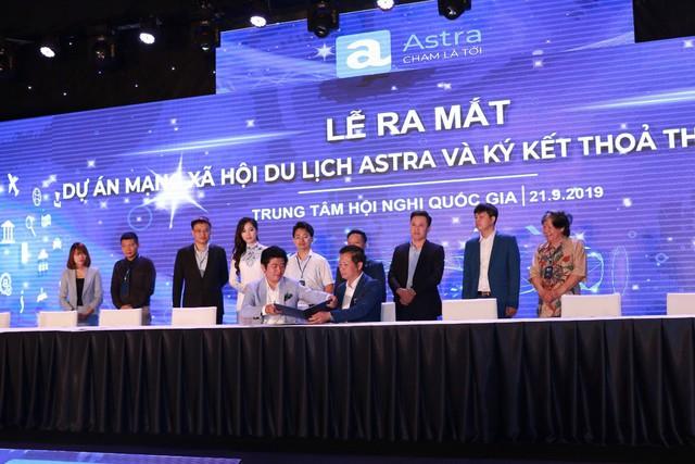 Ba shark có mặt trong Lễ ra mắt Dự án MXH du lịch Astra - Ảnh 1.