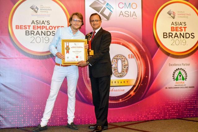 FE Credit ghi dấu thêm 3 giải thưởng tại lễ trao giải CMO Asia 2019 - Ảnh 2.