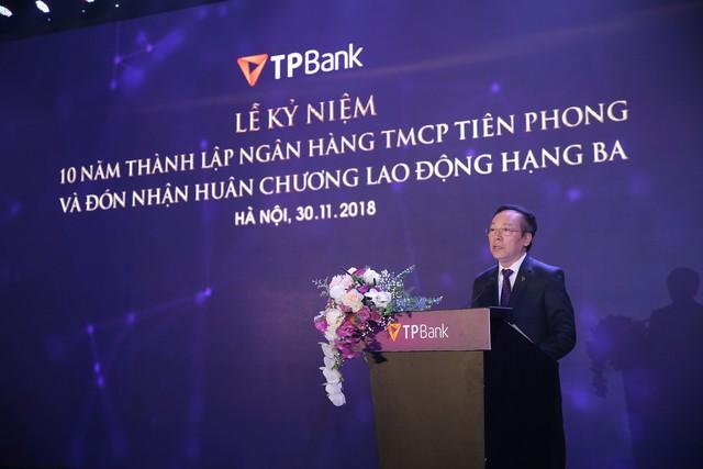 Enterprise Asia trao tặng giải thưởng kép cho ông Đỗ Minh Phú và TPBank - Ảnh 1.