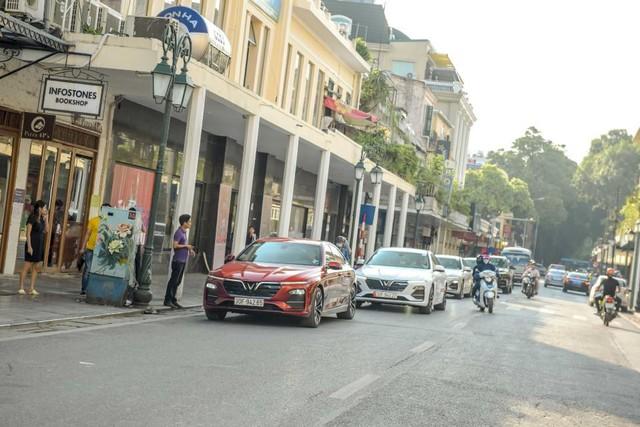 Màn diễu hành ấn tượng của dàn xe VinFast Lux tại Hà Nội - Ảnh 6.