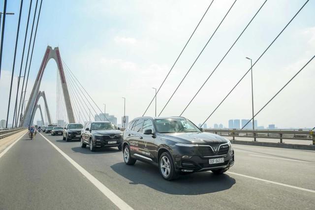 Màn diễu hành ấn tượng của dàn xe VinFast Lux tại Hà Nội - Ảnh 10.
