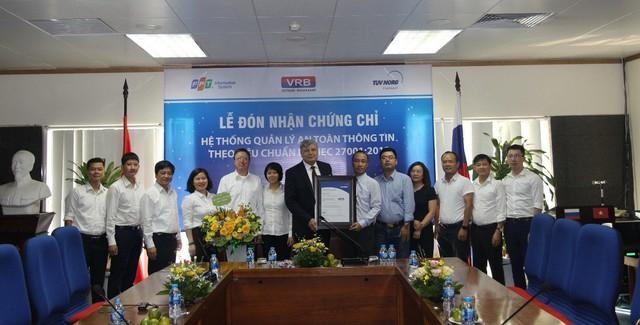 Ngân hàng Liên doanh Việt – Nga nhận chứng chỉ hệ thống quản lý an ninh thông tin - Ảnh 1.