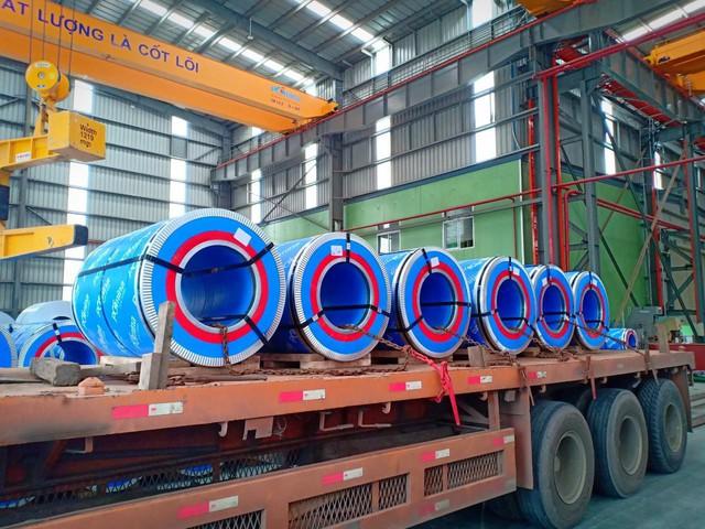 Chỉ sau hai tháng đi vào sản xuất, Tôn Pomina đã có lô hàng xuất khẩu đầu tiên, đặt chân vào thị trường quốc tế. - Ảnh 1.