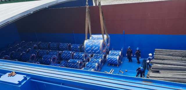 Chỉ sau hai tháng đi vào sản xuất, Tôn Pomina đã có lô hàng xuất khẩu đầu tiên, đặt chân vào thị trường quốc tế. - Ảnh 2.