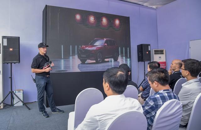 Hàng nghìn lượt khách phấn khích lái thử xe VinFast Lux tại Hà Nội - Ảnh 5.