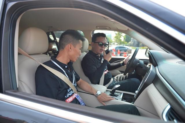 Hàng nghìn lượt khách phấn khích lái thử xe VinFast Lux tại Hà Nội - Ảnh 7.