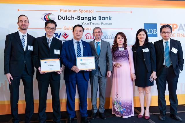"""HDBank – Ngân hàng tiên phong tại Việt Nam nhận giải """"Green Deal Award do ADB trao tặng - Ảnh 1."""