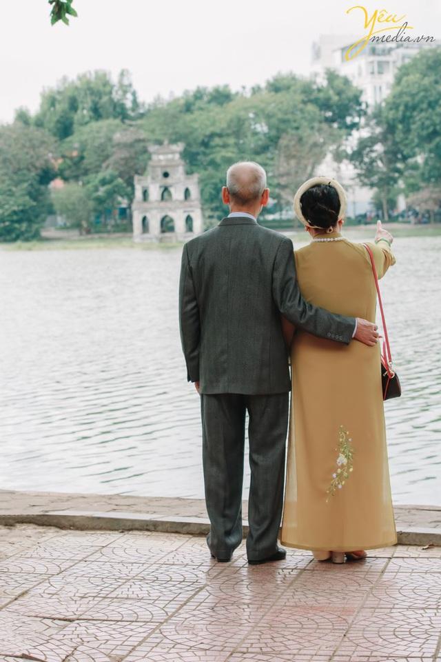 Bộ ảnh chụp kỉ niệm 60 năm ngày cưới siêu lãng mạn tại Hà Nội - Ảnh 3.