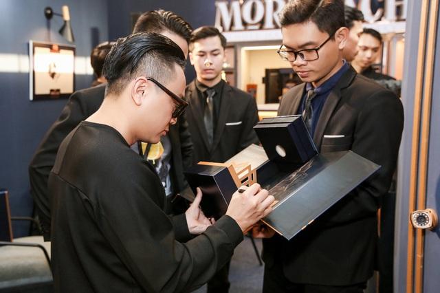 """Đạo diễn Victor Vũ, doanh nhân Dương Quốc Nam cùng NTK Công Trí mừng ra mắt """"Tuyệt tác giấu kín"""" - Ảnh 2."""