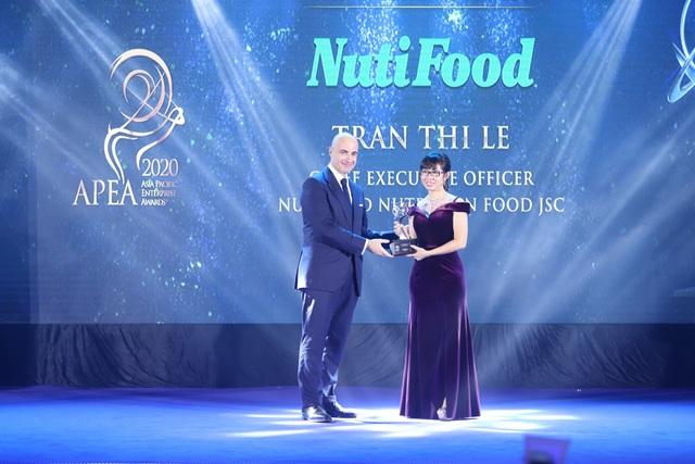 """NutiFood lập """"hat-trick"""" với 3 giải thưởng về doanh nghiệp và lãnh đạo xuất sắc châu Á - Ảnh 2."""