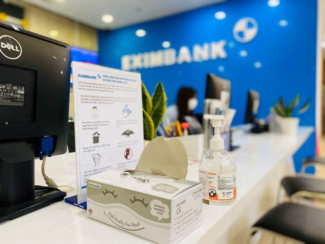 Eximbank đồng hành cùng khách hàng vượt khó khăn trong đợt dịch nCoV - Ảnh 1.