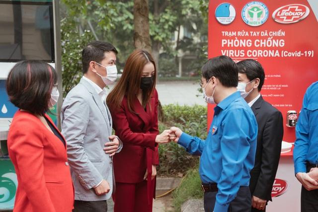 Cùng Chi Pu nhảy Ghen Cô Vy gây quỹ xây dựng 100 trạm rửa tay dã chiến Lifebuoy miễn phí - Ảnh 3.