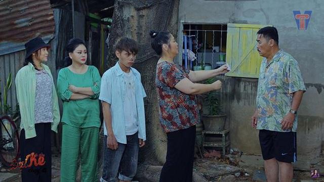 """6 cảnh trong """"Đại Kê chạy đi"""" của Hồng Vân khiến khán giả vừa cười vừa """"cay"""" sống mũi - Ảnh 3."""