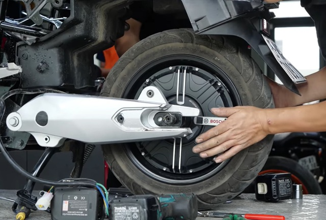 """""""Mổ xẻ"""" VinFast KlaraS: Vì sao giá ngang xe máy xăng? - Ảnh 2."""