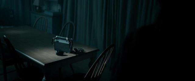 """The Unfamiliar - Phim kinh dị trừ tà rùng rợn khi ác quỷ """"nhân danh người nhà"""" - Ảnh 4."""